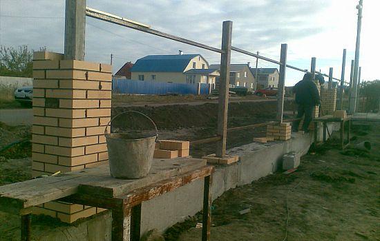 Ленточный-фундамент-под-забор