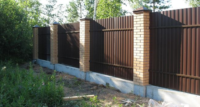 Dacha-fence-of-corrugated