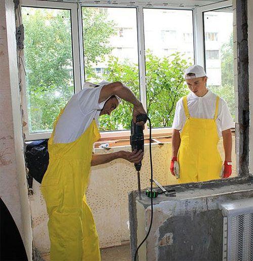 demontazh_starogo_balkona_01